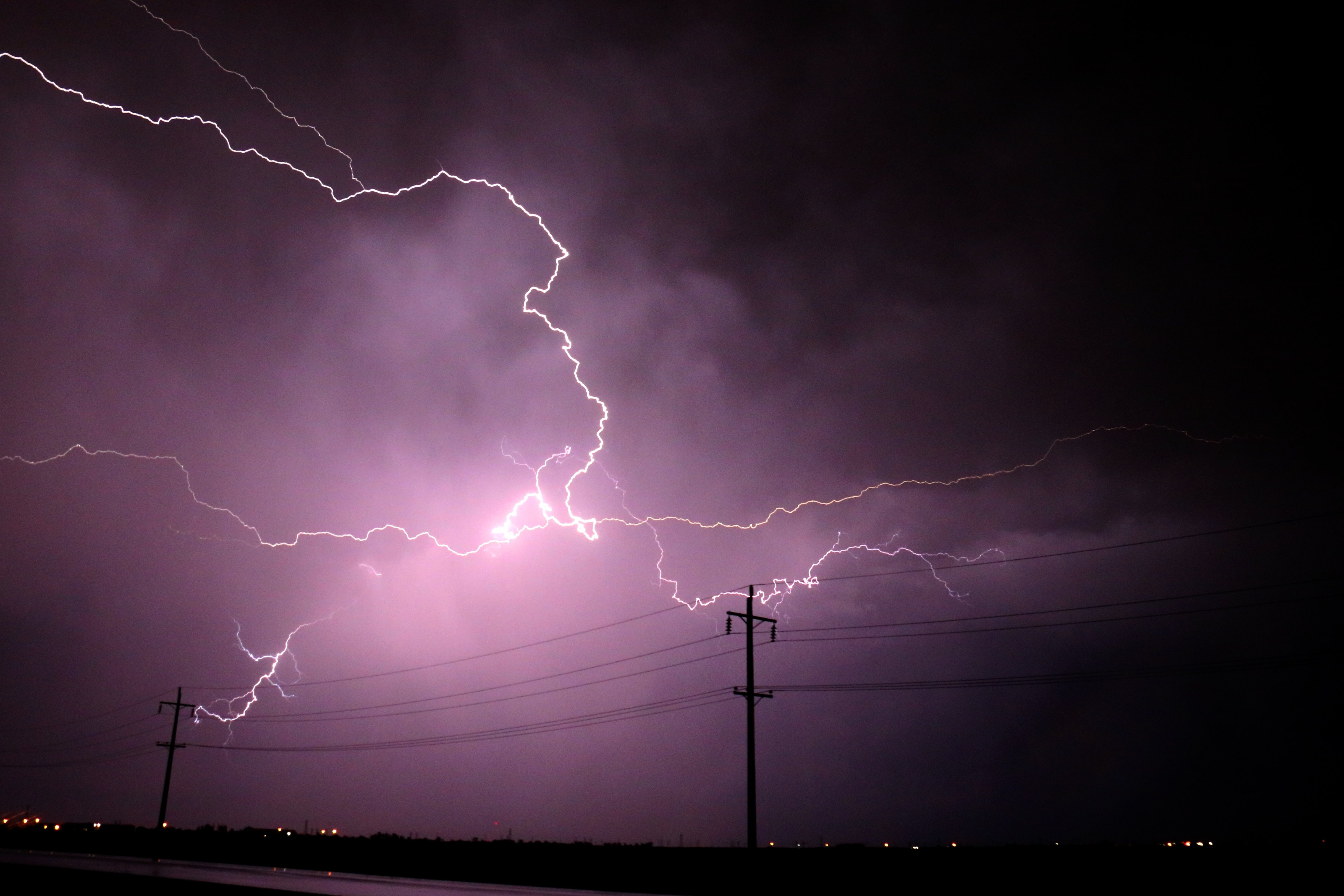 HOW THUNDERSTORMS CAN AFFECT YOUR BUSINESS